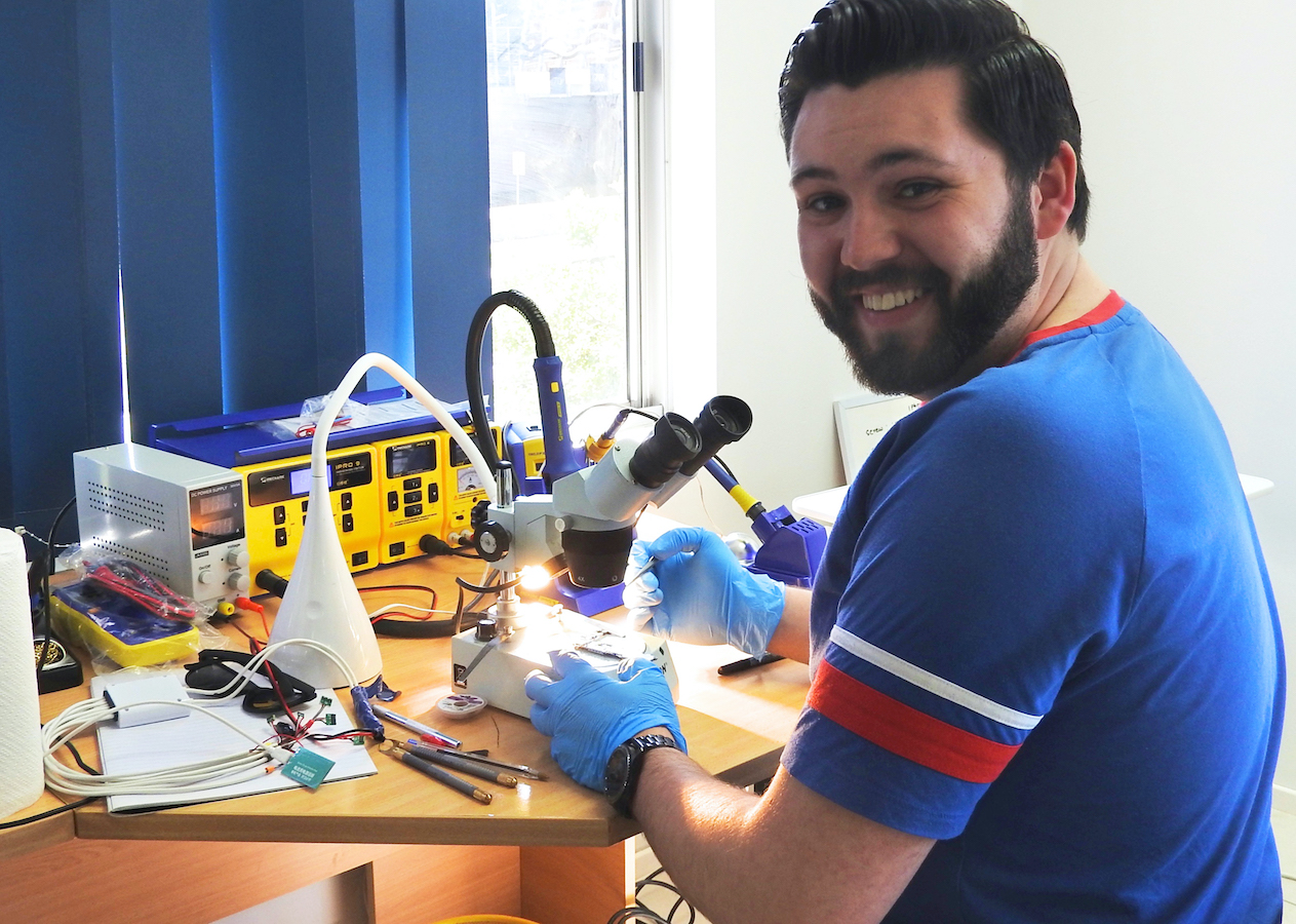 how to become a phone repair technician in Australia